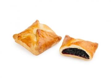 «Конвертик» с начинкой из черной смородины